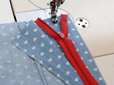 How to sew an invisible zipper - sewing the first side