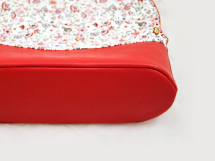 Inserting rounded bottoms into bags